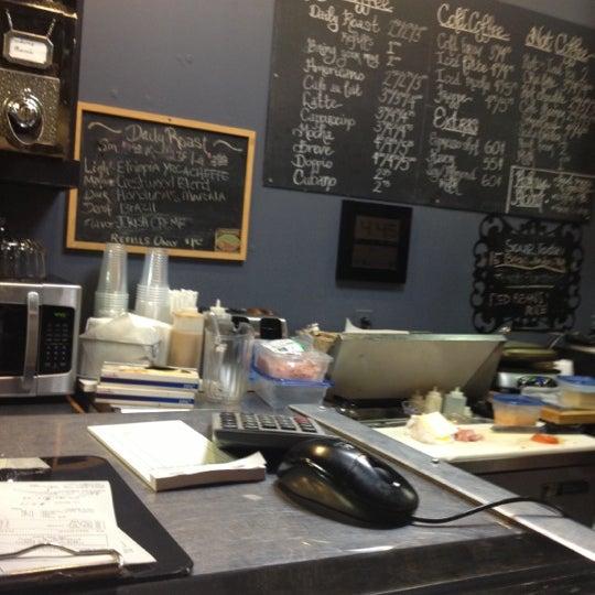 Foto tirada no(a) Crestwood Coffee Co. por Ryan M. em 2/13/2013