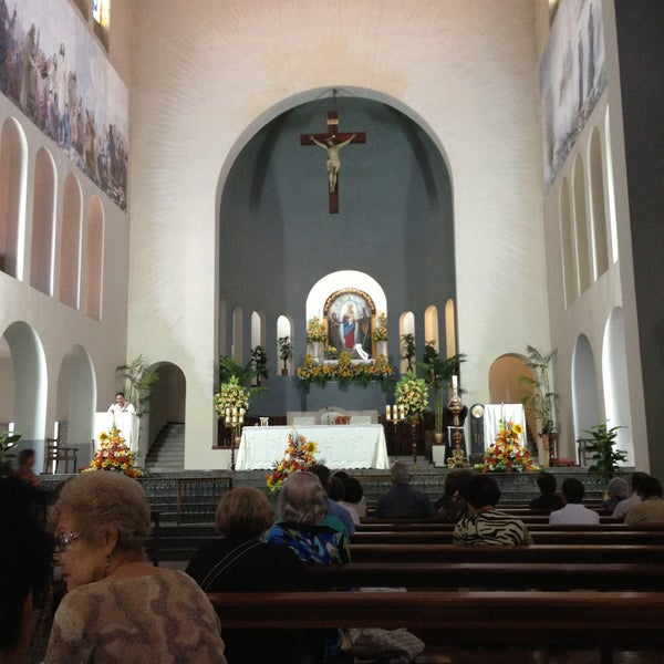 Photo taken at Iglesia Nuestra Señora De La Chiquinquira by Johana G. on 4/14/2013