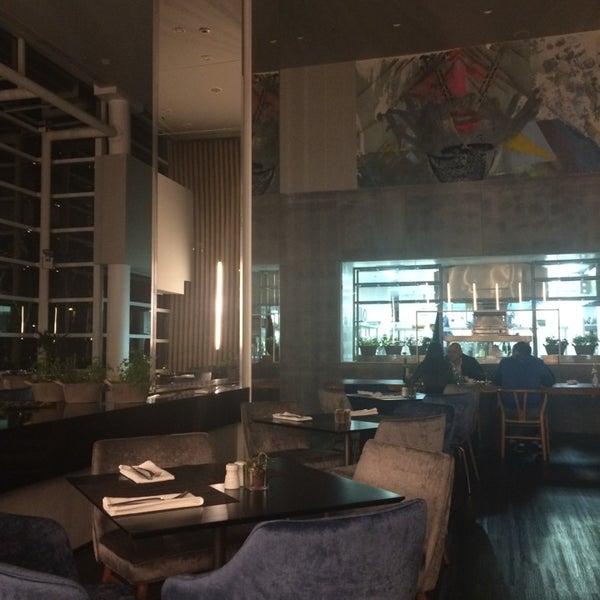 Foto tirada no(a) HUB-Food Art & Lounge por Vanessa M. em 6/28/2014