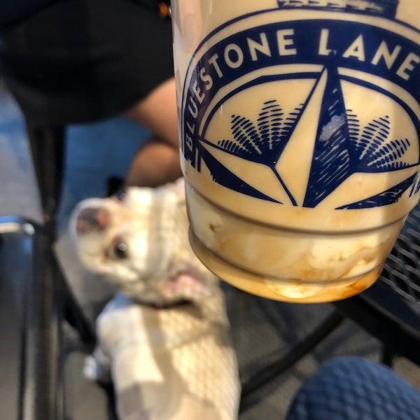 Das Foto wurde bei Bluestone Lane von Long C. am 5/10/2018 aufgenommen