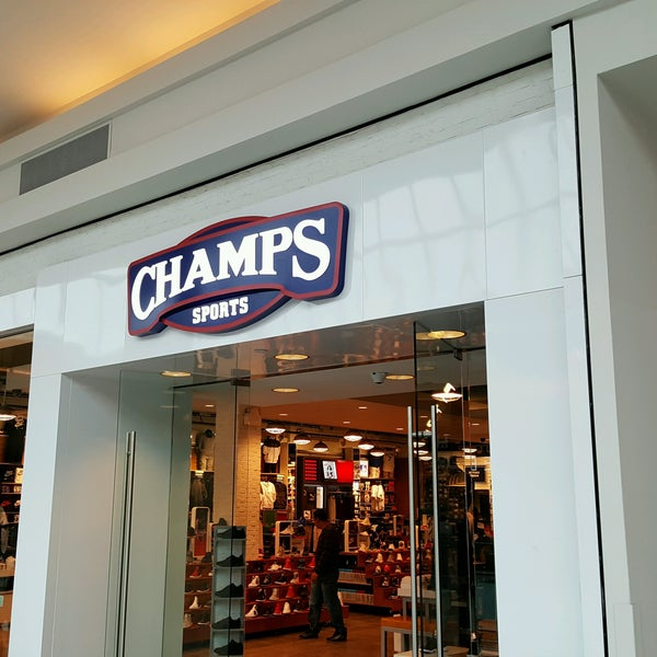 Champs Sports Sporting Goods Shop In Garden City