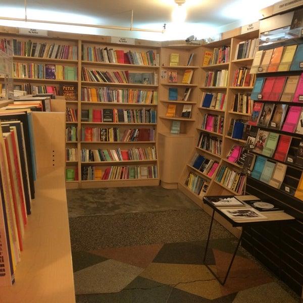 Foto tomada en Drama Book Shop por Marcus G. el 4/6/2014