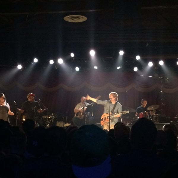 Photo taken at Brooklyn Bowl by Kacie P. on 8/18/2014
