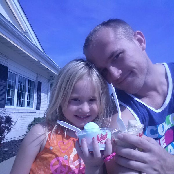 Photo taken at Whitey's Ice Cream by Nicalaus W. on 9/7/2013