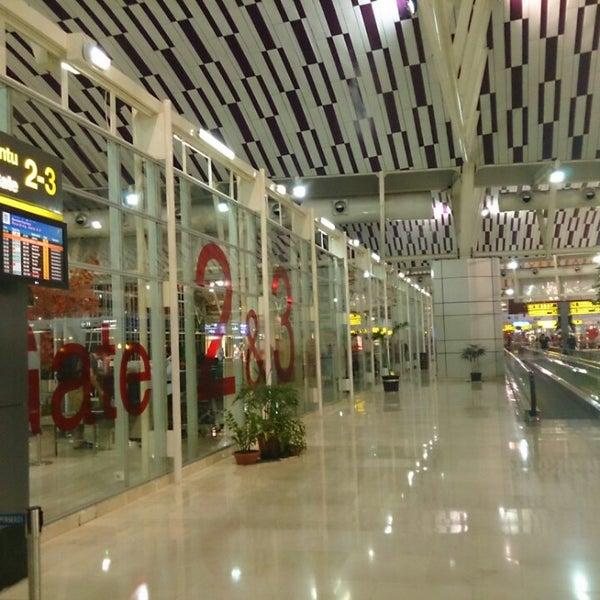 Photo taken at Sultan Hasanuddin International Airport (UPG) by Supriadi on 4/7/2013
