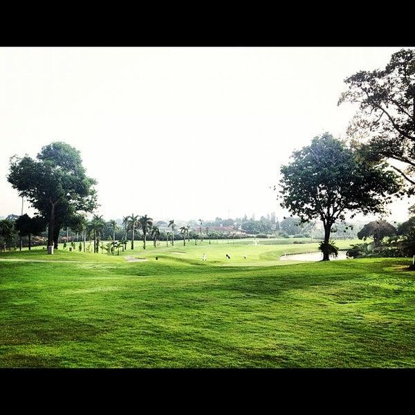 11/1/2012 tarihinde Abraham S.ziyaretçi tarafından Pondok Indah Golf & Country Club'de çekilen fotoğraf