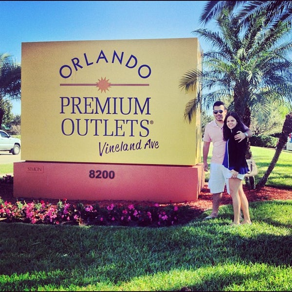 Photo taken at Orlando Vineland Premium Outlets by Aldemar A. on 11/8/2012