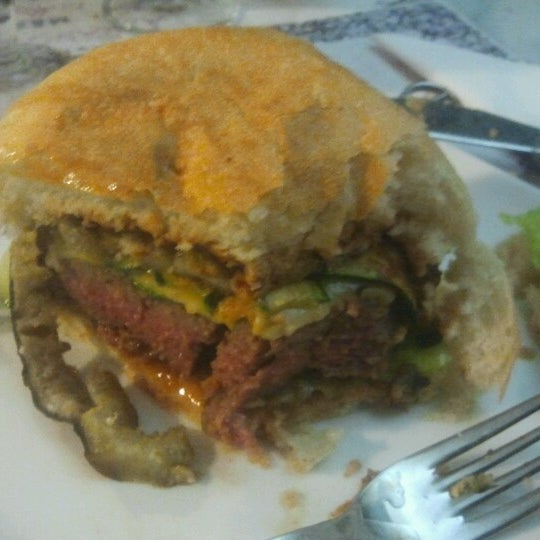 Foto scattata a QUARTO Burger & Drinks da Leonardo A. il 12/27/2012