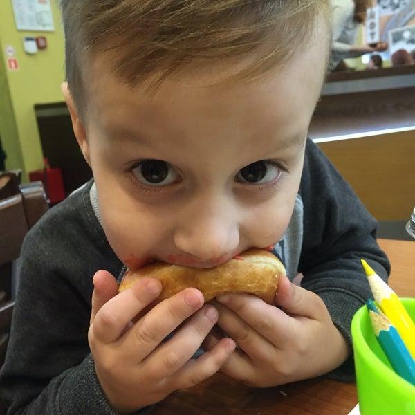 Снимок сделан в Krispy Kreme пользователем Meliora S. 3/11/2017