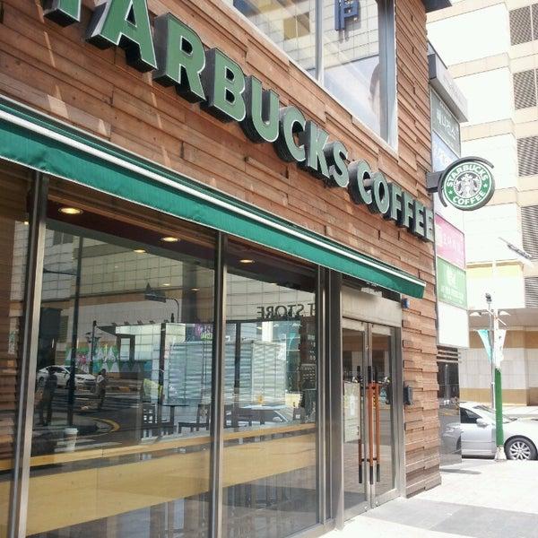 Photo taken at Starbucks by Hyun Jung P. on 4/24/2013