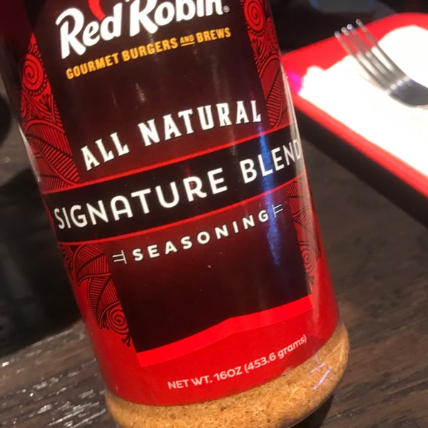 Photo taken at Red Robin Gourmet Burgers by Yaser A. on 3/12/2017