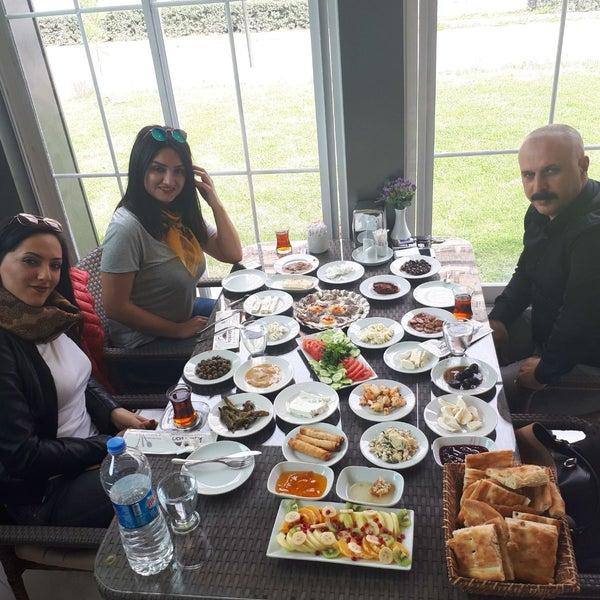 3/9/2018 tarihinde Mehmet P.ziyaretçi tarafından Kasr-ı Van Kahvaltı ve Kahve Evi'de çekilen fotoğraf
