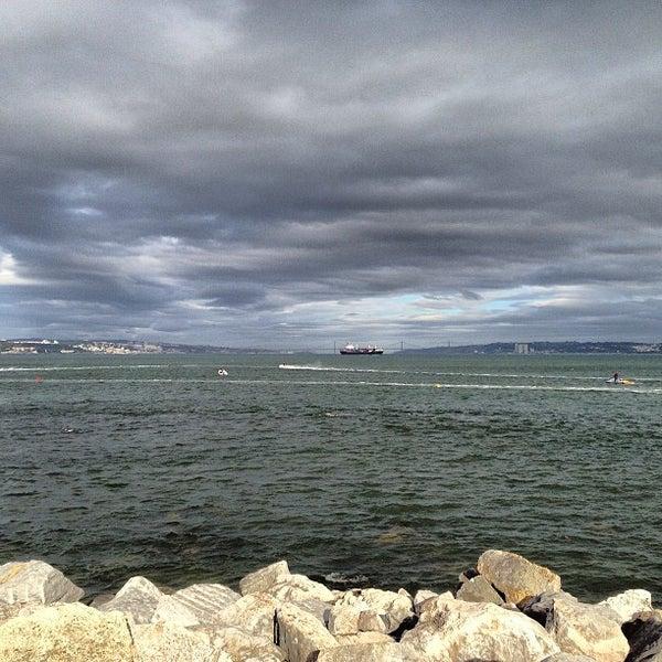 Foto tirada no(a) Porto de Recreio de Oeiras por Jorge B. em 3/17/2013