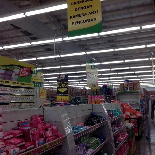 Photo taken at Giant by dedy s. on 10/27/2013