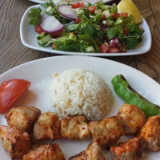 Photo prise au Makara Charcoal Grill & Meze par L6ofa K. le6/6/2014