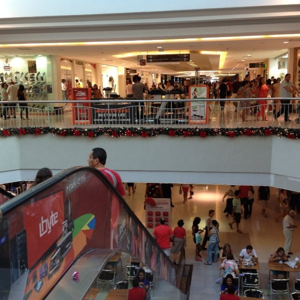 Photo taken at Shopping Recife by Luna R. on 12/29/2012