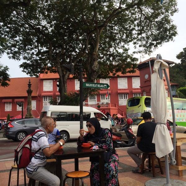 Photo taken at Cendol Jam Besar Melaka by Nazrin A. on 3/20/2017