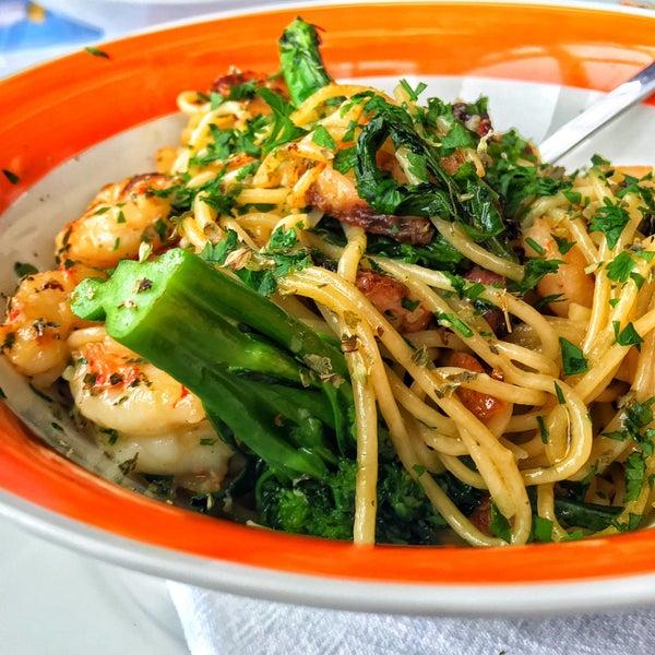 Apesar do preço vale a visita.. Peça uma bruschetta de bacalhau de entrada e um spaghetti MarMassas ( foto)