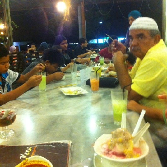 Photo taken at De Pauh Garden Restaurant & Cafe by Siti M. on 10/6/2012