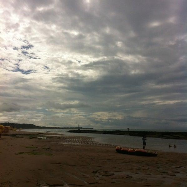 Foto tirada no(a) Praia Mirante da Sereia por Tayane F. em 5/25/2013