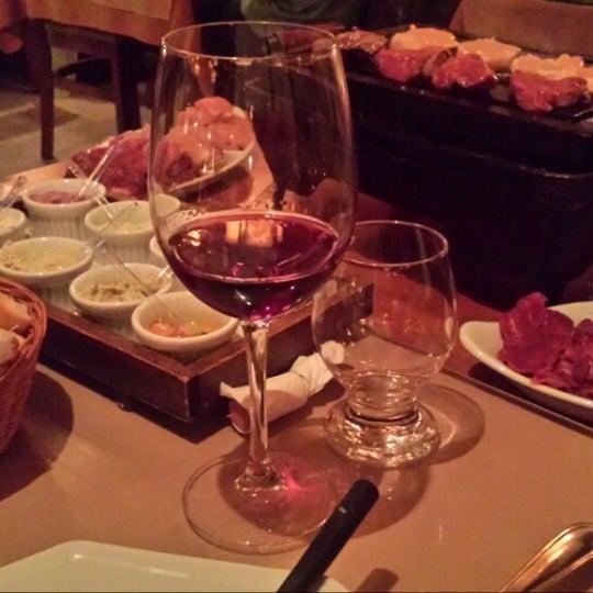 Foto tirada no(a) Restaurante Mont Vert por Luciano B. em 6/25/2014