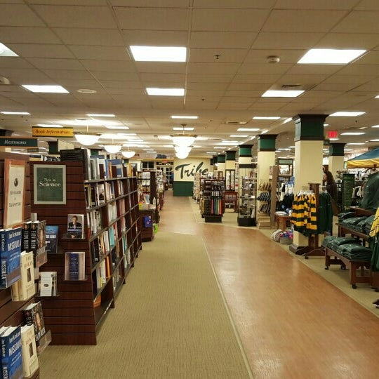 Photo taken at College of William & Mary Bookstore by Michael R. on 10/18/2015