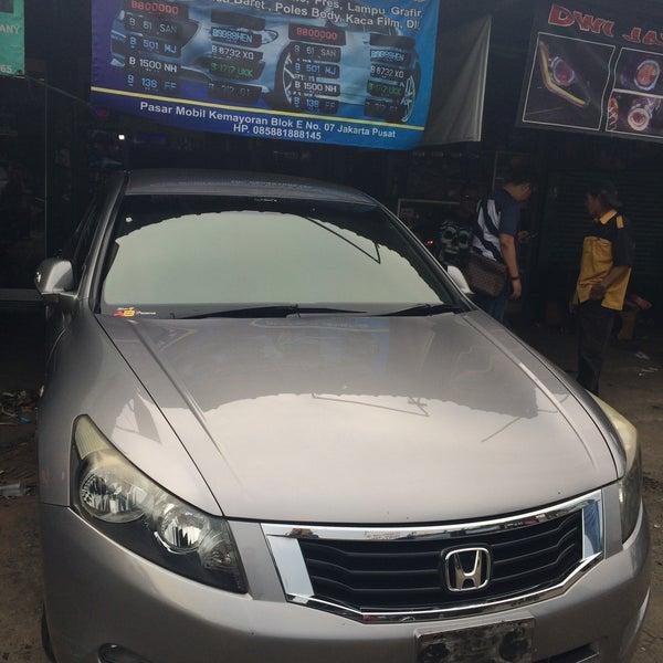 Photo taken at Pasar Mobil Kemayoran by TBAG ™. on 1/29/2015