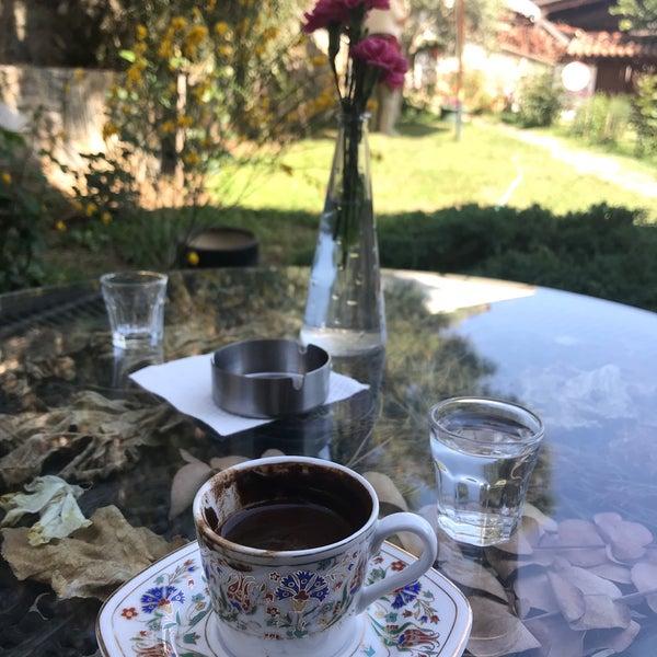 Foto scattata a Üzüm Cafe da Elcin T. il 4/23/2018