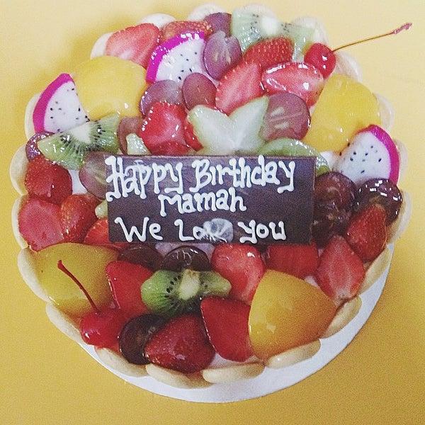 Photo taken at Parsley Bakery & Cake Shop by RIZKA PUTRI A. on 8/20/2014