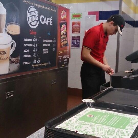 Photo taken at Burger King by Gerardo F. on 10/15/2013