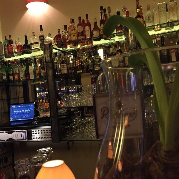 Das Foto wurde bei Cafe Esquina von S 🤗 am 3/27/2015 aufgenommen