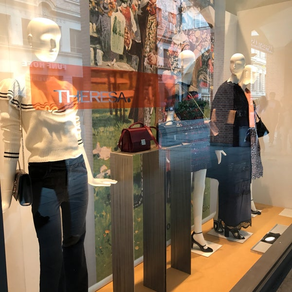 theresa boutique in kreuzviertel. Black Bedroom Furniture Sets. Home Design Ideas