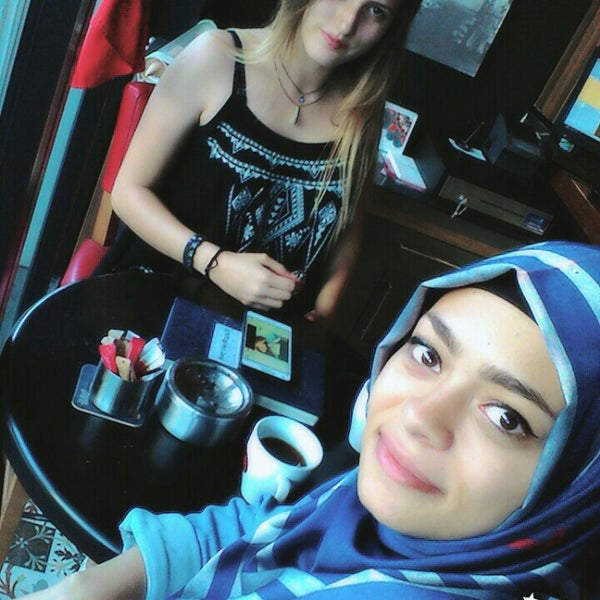 7/22/2016 tarihinde Burcu D.ziyaretçi tarafından Ugi's Cafe & Bistro'de çekilen fotoğraf