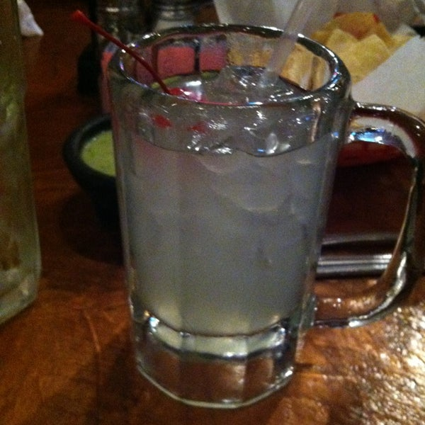 Photo taken at Mamacitas Mexican Restaurant by Frankie A. on 2/10/2013