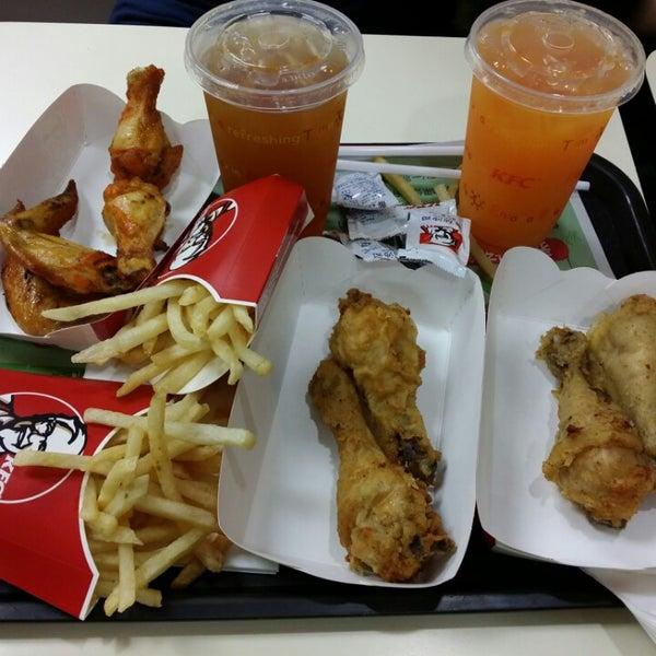 Photo taken at KFC by Lorraine Y. on 3/15/2014