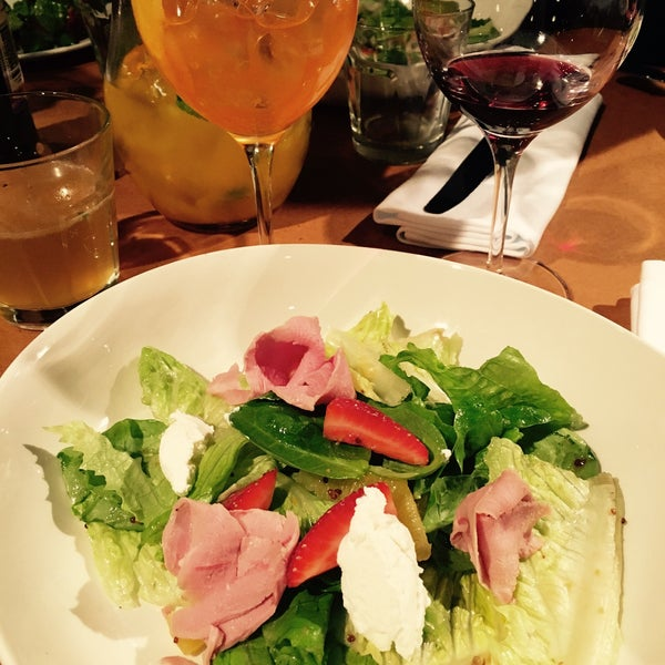 Photo taken at do eat by Sandra 🐭 B. on 2/7/2016