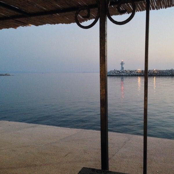 10/15/2013 tarihinde Ozan G.ziyaretçi tarafından Küçükkuyu Limanı'de çekilen fotoğraf