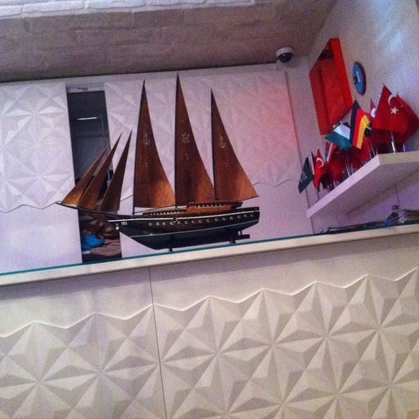 2/9/2013 tarihinde Marcel D.ziyaretçi tarafından Foça Fish Gourmet'de çekilen fotoğraf