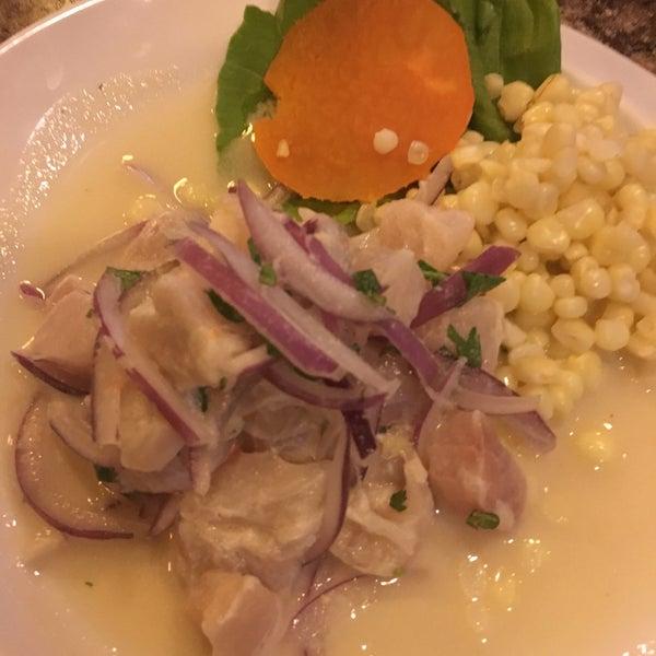 El ceviche de pescado y el pescado en salsa de mariscos son deliciosos 😊