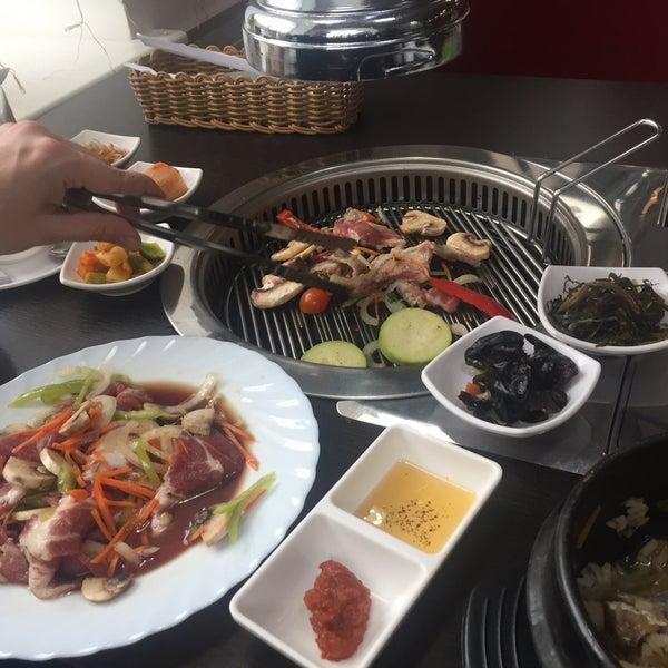 Снимок сделан в Korean BBQ гриль пользователем Sasha K. 11/19/2016