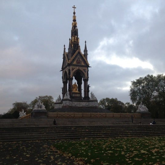Photo taken at Kensington Gardens by Atilla U. on 11/7/2012