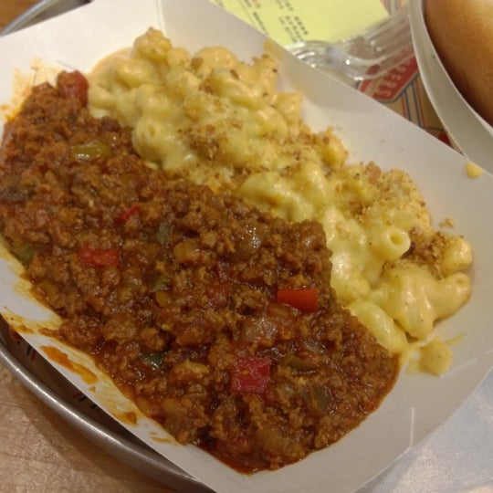 Photo taken at Schnipper's Quality Kitchen by Frank S. on 11/1/2012