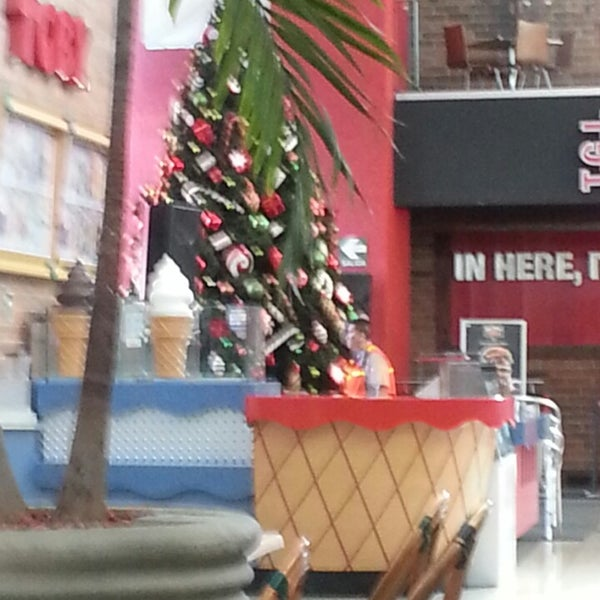 Photo taken at Centro Comercial El Paseo by Alex d. on 11/17/2013