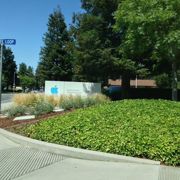 Photo taken at Apple Inc. by Sim W. on 6/7/2013