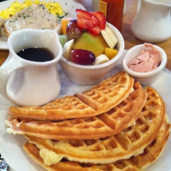 Photo taken at Good Enough to Eat by Thalia K. on 10/8/2012