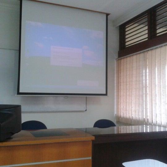 Photo taken at Fakultas Kedokteran Universitas Indonesia by Anggun S. on 10/17/2012