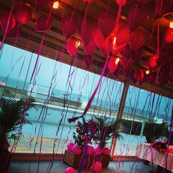 Снимок сделан в Shore House Lounge пользователем Lili M. 3/17/2013