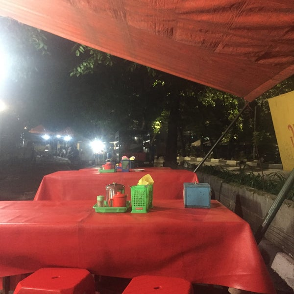Photo taken at Roti Bakar Eddy by Been There D. on 5/13/2017