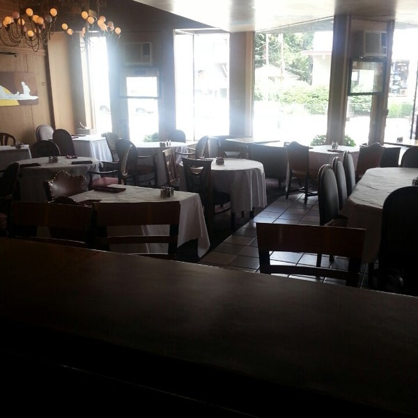 รูปภาพถ่ายที่ Sahara Restaurant โดย Bryson C. เมื่อ 6/26/2013