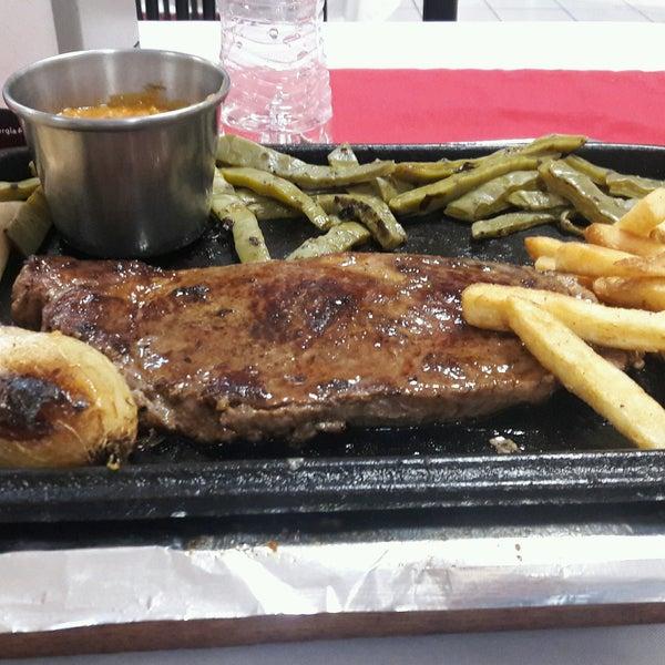 Foto tomada en Restaurante El Matador por Carlos C. el 2/15/2017